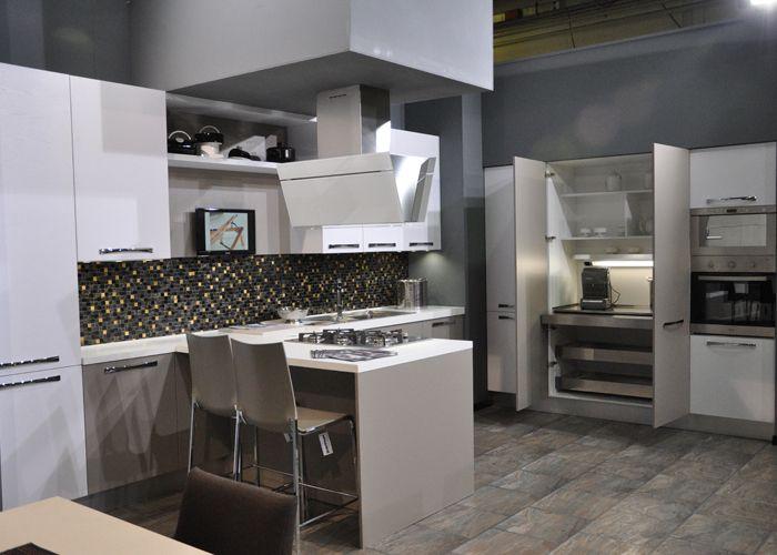 Cucine con dispensa cool latest cucine rustiche con isola brielspace design dispensa cucina - Cucine con dispensa ...